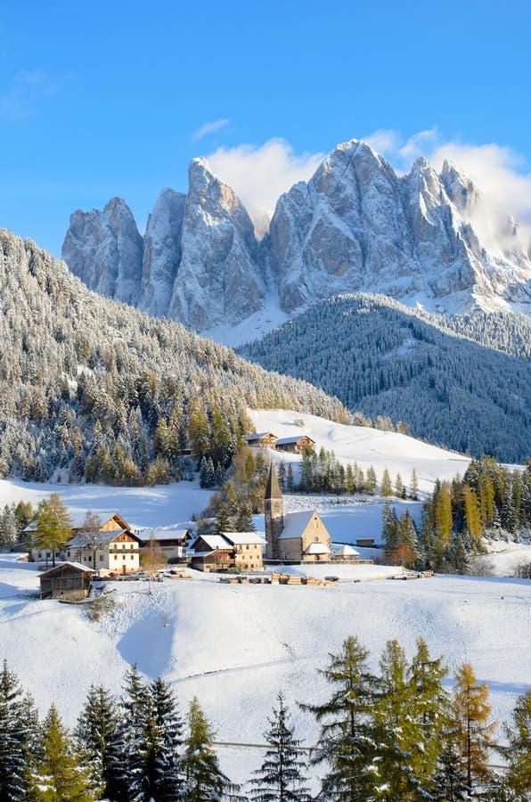 Santa Maddalena im Winter lizenzfreie stockbilder