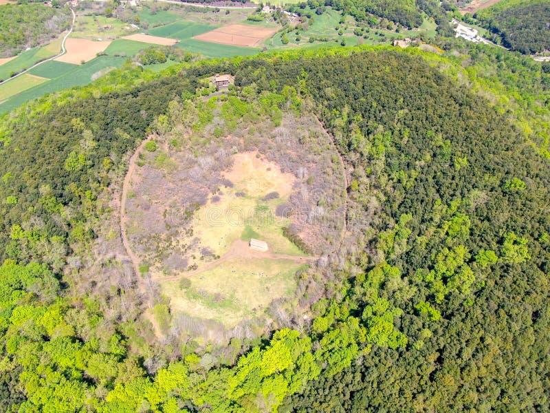 Santa Margarida Volcano es un volcán extinto en el comarca de Garrotxa, Cataluña, España imagenes de archivo