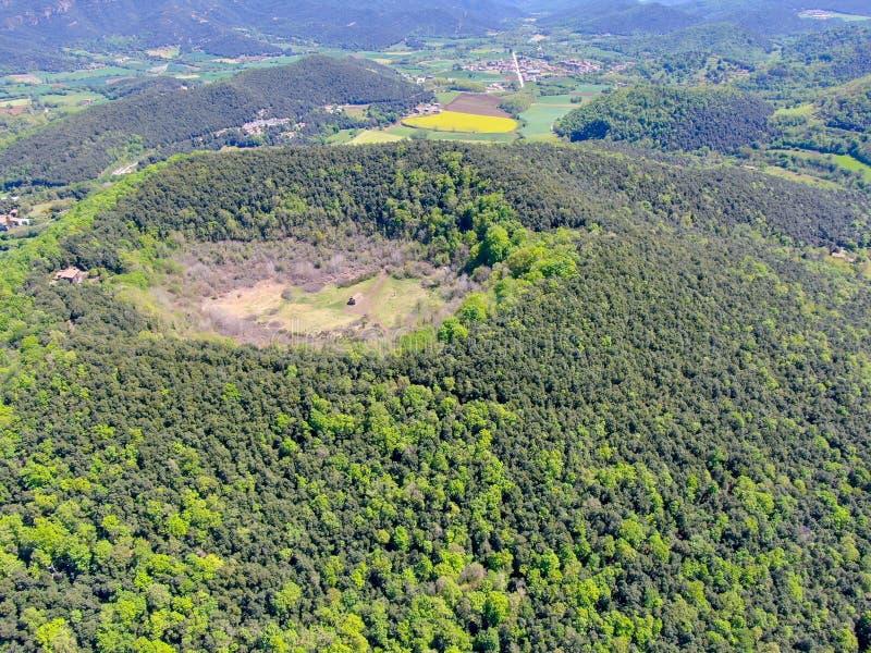 Santa Margarida wulkan jest wymarłym wulkanem w comarca Garrotxa, Catalonia, Hiszpania obraz stock