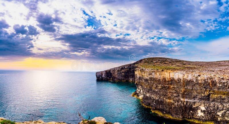 Santa Maria Caves Comin Niebieski lagun na wyspie Comino, Malta Gozo obrazy stock