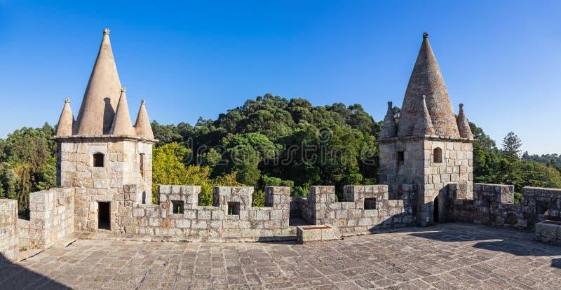 Santa Maria da Feira, Portogallo - tetto della conservazione del castello di Castelo da Feira fotografia stock