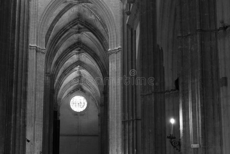 Santa Maria de la Sede Cathedral binnen in zwart-wit stock foto's