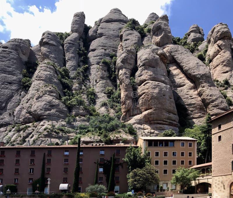 Santa Maria de Montserrat monaster i góry ogromne skały w Hiszpania, Catalonia fotografia stock