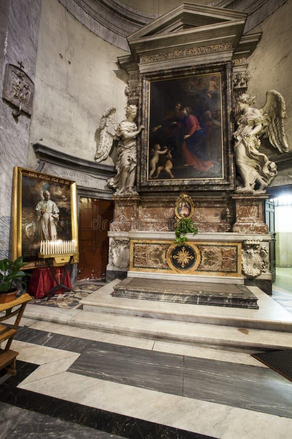 Santa Maria del Popolo Church Pasillo derecho roma Italia fotografía de archivo