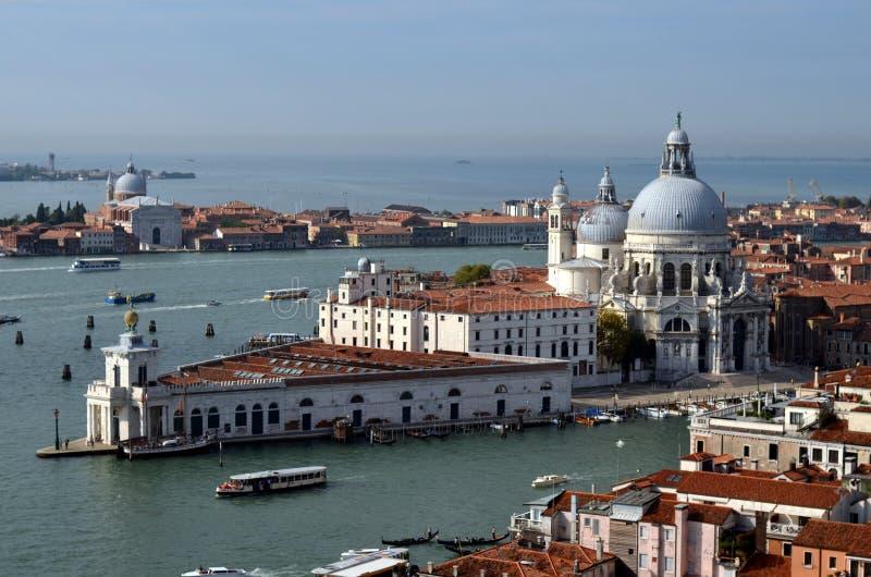 Santa Maria della Salute Cathedral i Venedig arkivfoton