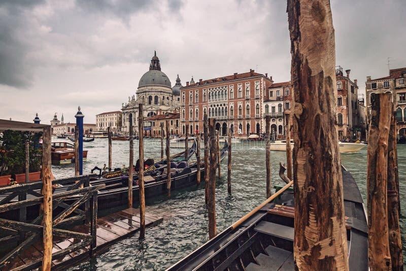 Santa Maria della Salute från Grand Canal, Venedig, Italien royaltyfria foton
