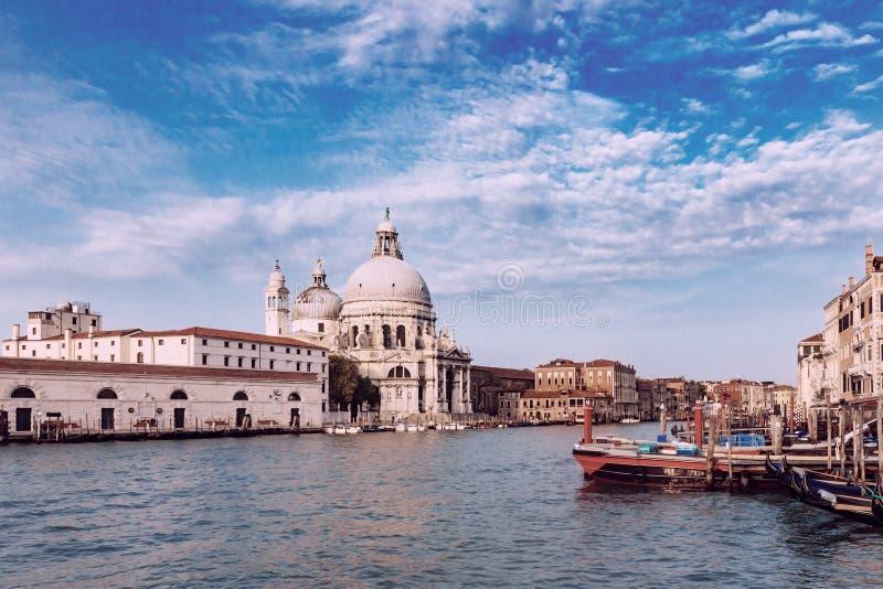 Santa Maria della Salute kyrka vid Grand Canal i Venedig, det royaltyfri fotografi
