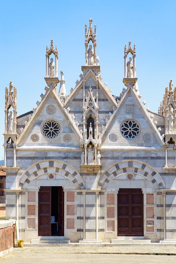 Santa Maria della Spina en liten kyrka i den italienska staden av P royaltyfria bilder