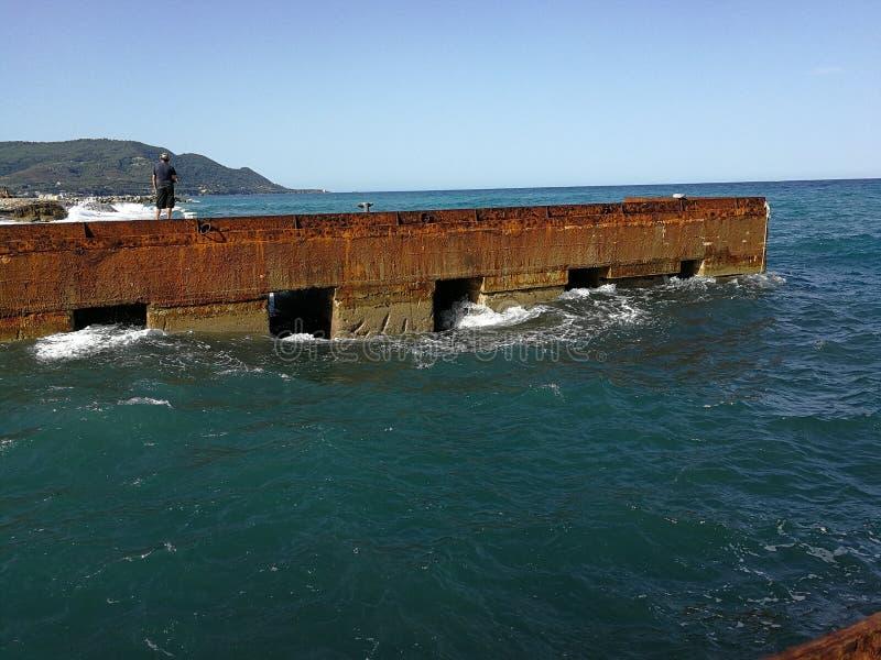 Santa Maria di Castellabate - Mening van het dok van de scheepswerven stock foto