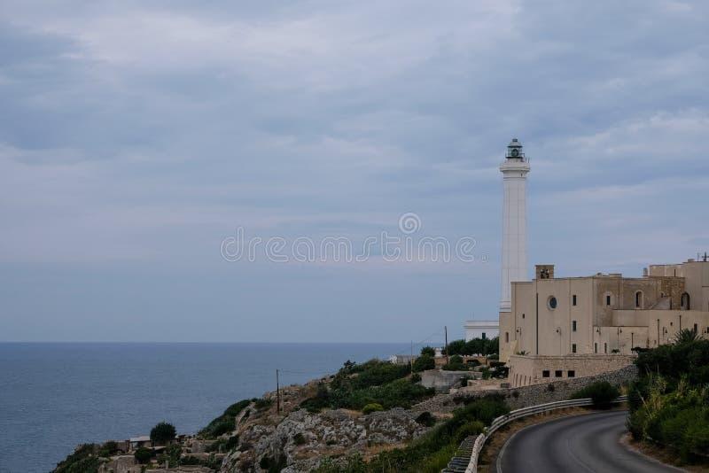 Santa Maria di Leuca, Italie Photographie prise de la route du phare iconique situé à côté de Basilica De Finibus Terrae photo libre de droits