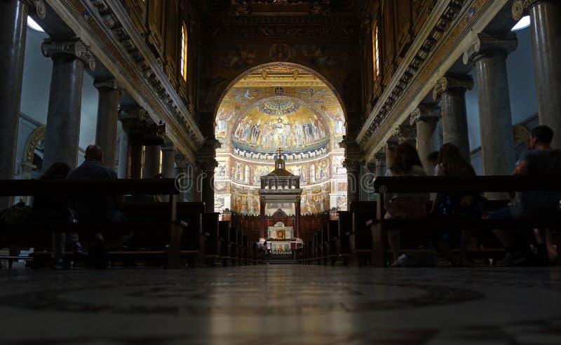 Santa Maria i Trastevere, inre av basilikan, Italien fotografering för bildbyråer