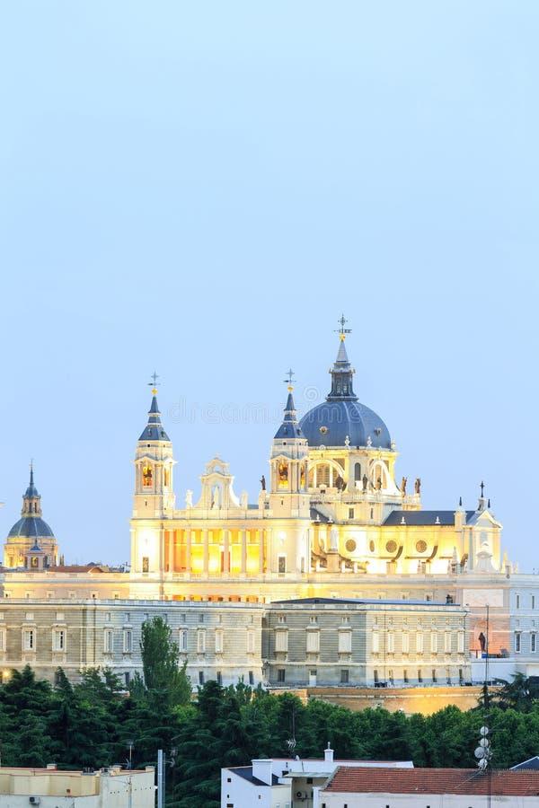 Santa Maria la Real de La Almudena - Kathedraal in Madrid stock fotografie