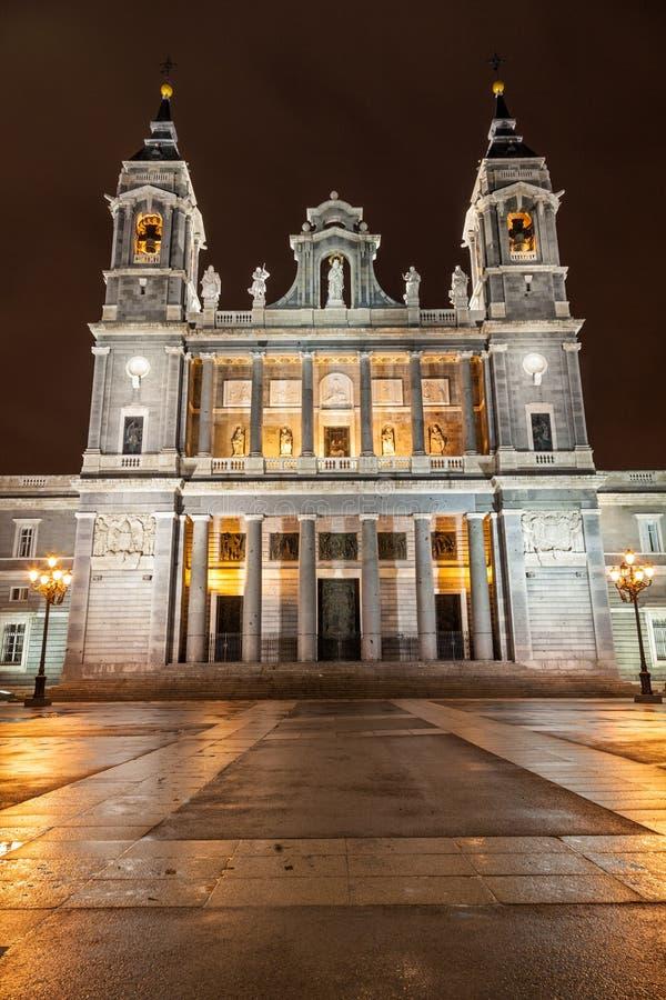 Santa Maria la Verklig de La Almudena arkivfoton
