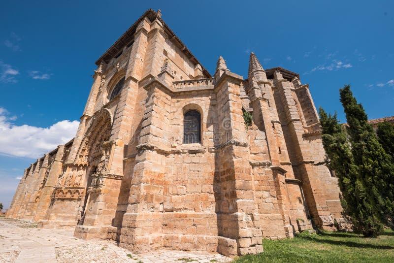 Santa Maria losu angeles Istny kościół w Olmillos De Sasamon, Burgos, Hiszpania zdjęcia stock