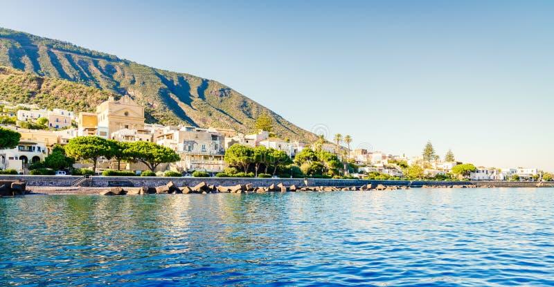 Santa Marina auf der Insel Salina lizenzfreies stockbild
