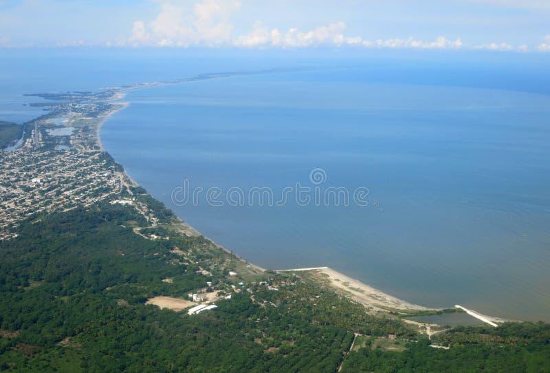 Santa Marta kust Vanuit Het De Lucht; (Kolumbia) Santa Marta coa zdjęcia royalty free