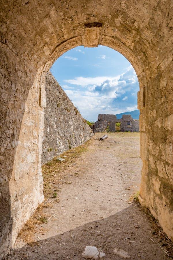 Santa Maura Fortress interna perto da cidade de Lefkada, turista importante imagem de stock royalty free