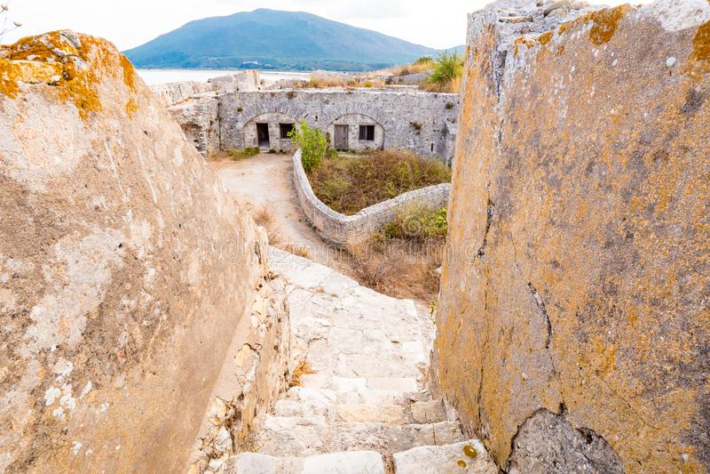 Santa Maura Fortress interna perto da cidade de Lefkada, turista importante foto de stock