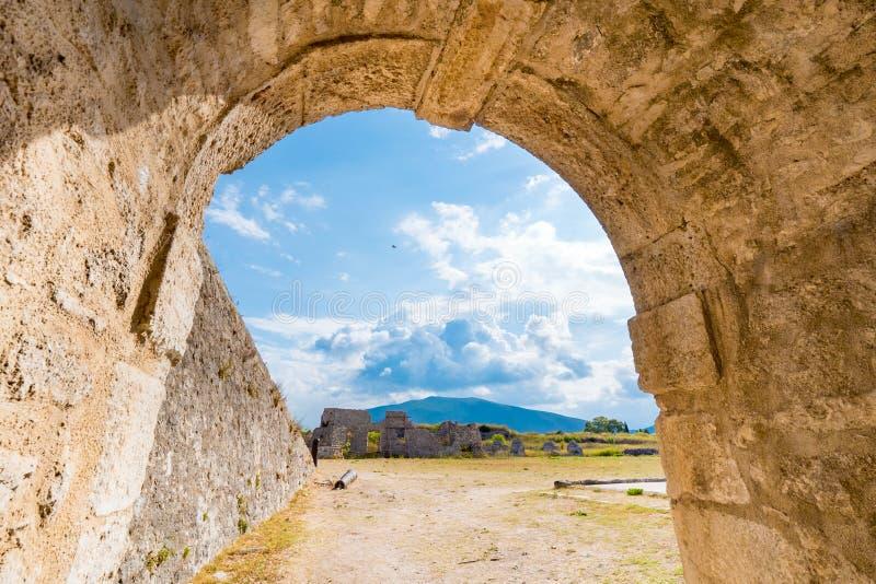 Santa Maura Fortress interna perto da cidade de Lefkada, turista importante imagens de stock