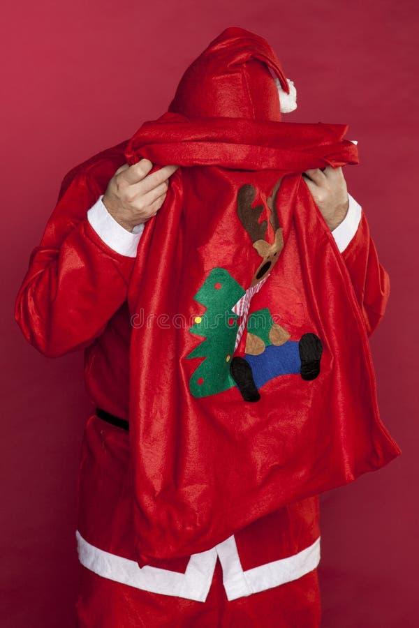 Santa met sa tête dans son sac photos libres de droits