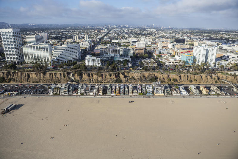 Santa Monica Beach, Häuser und Geschäftsgebiet stockfotos