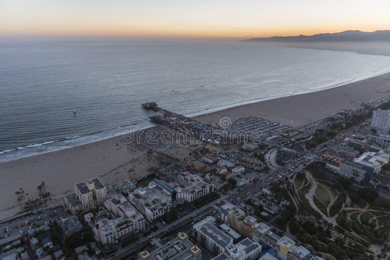 Santa Monica Beach und Pier Summer Night Aerial lizenzfreies stockbild