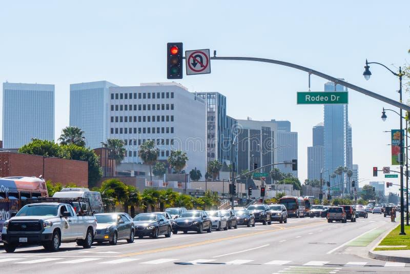 Santa Monica Boulevard gatasikt i Beverly Hills - KALIFORNIEN, USA - MARS 18, 2019 royaltyfria bilder