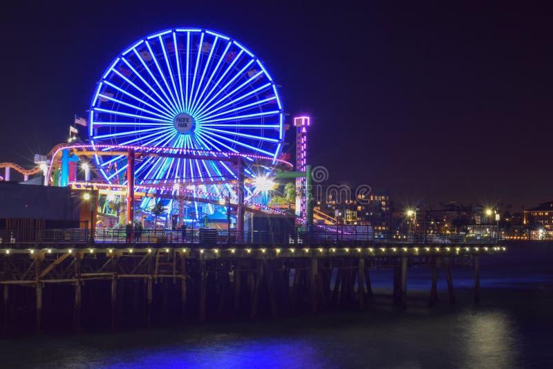 Santa Monica, Californië, de V.S. - 3 Januari, 2019: 's nachts Santa Monica Pier royalty-vrije stock foto