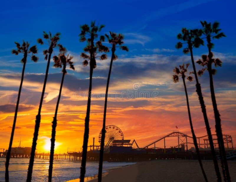 Santa Monica California-zonsondergang op Pier Ferrys-wiel stock fotografie