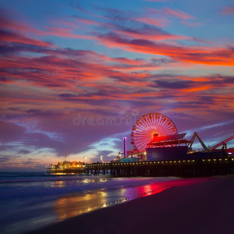 Santa Monica California-zonsondergang op Pier Ferrys-wiel stock afbeeldingen