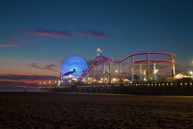 Santa Monica Pier no crepúsculo fotografia de stock royalty free