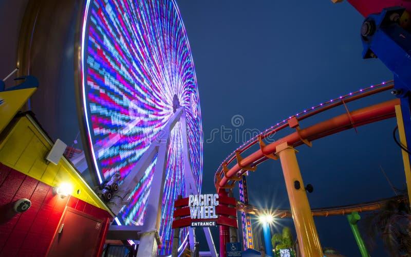 Santa Monica Pier som är Stillahavs- parkerar, sätter på land, Santa Monica, Los Angeles royaltyfri foto