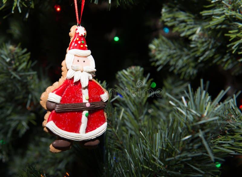 Santa-Ornamento-Su-Natale-albero fotografia stock libera da diritti