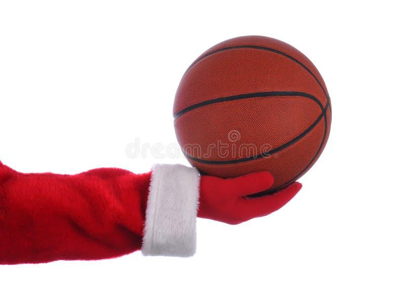 Santa que lleva a cabo un baloncesto imagen de archivo