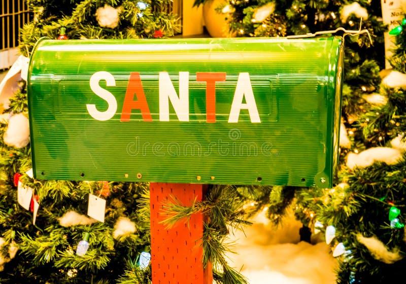 Santa ` s Wiejska skrzynka pocztowa dla dzieci obrazy stock