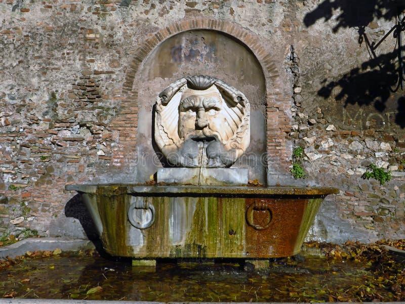 Santa Sabina, maskerfontein in Rome, Italië stock fotografie