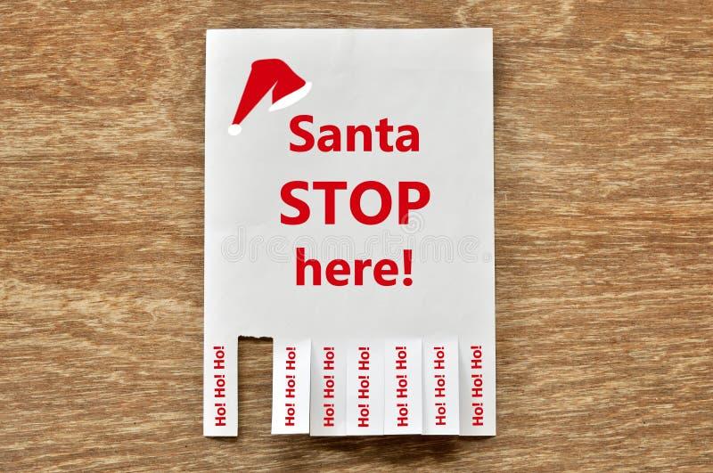 Santa Stop Here op document bericht en scheur van feedbac stock afbeelding