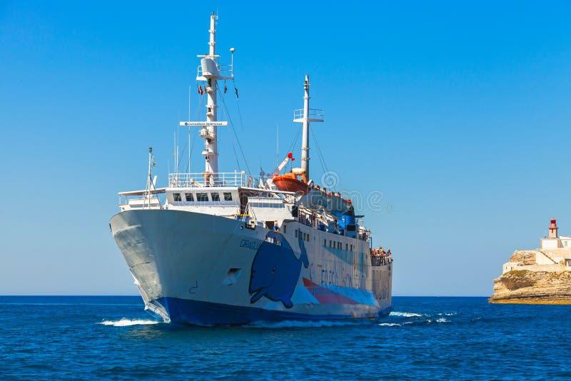Santa Teresa di Gallura Bonifacio Nave del traghetto fotografia stock libera da diritti