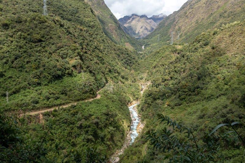Santa Teresa rzeka w zielonej luksusowej dolinie Andes góry, Peru zdjęcie royalty free