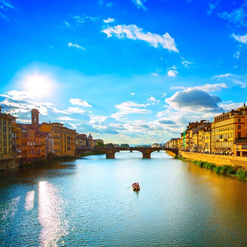 Santa Trinita Bridge en el río de Arno, paisaje de la puesta del sol. Florencia, imágenes de archivo libres de regalías