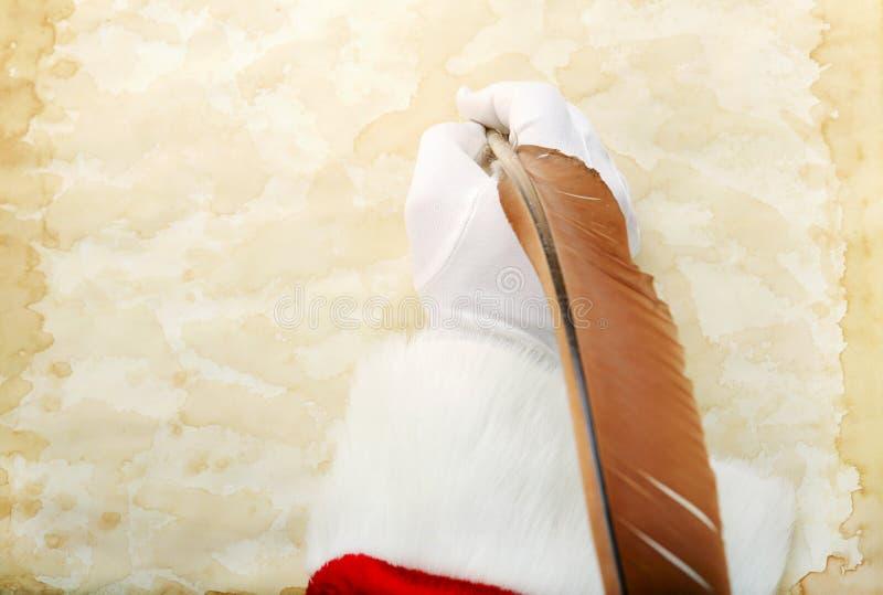 Santa Writes auf Pergament lizenzfreie stockfotos