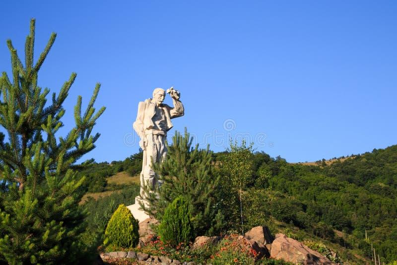 Santa Yotzo hållande ögonen på monument, Bulgarien royaltyfri bild