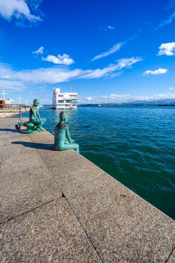 SANTANDER, ESPAÑA - 15 DE OCTUBRE DE 2012 Vista de la bahía de Santande foto de archivo libre de regalías