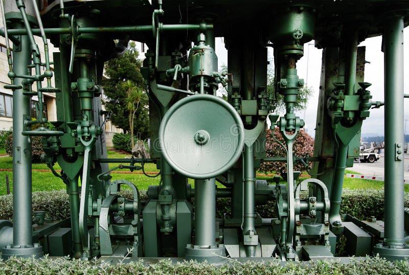 SANTANDER, ESPAÑA, EL 27 DE JUNIO DE 2019 - motores grandes expuestos en la universidad de Santander fotografía de archivo