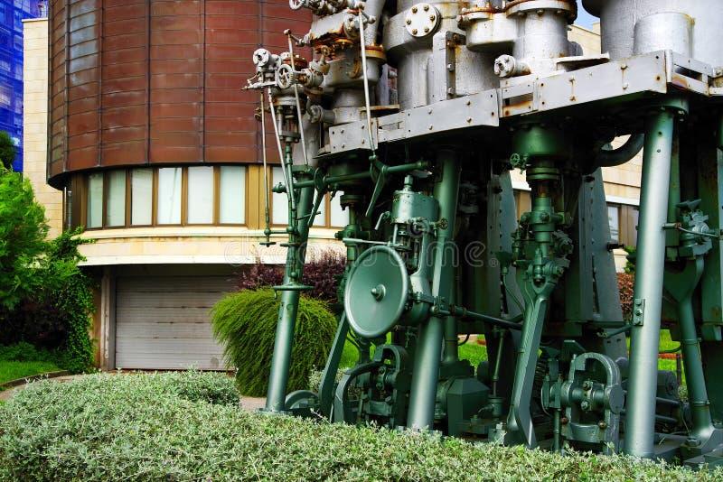 SANTANDER, ESPAÑA, EL 27 DE JUNIO DE 2019 - motores grandes expuestos en la universidad de Santander imágenes de archivo libres de regalías