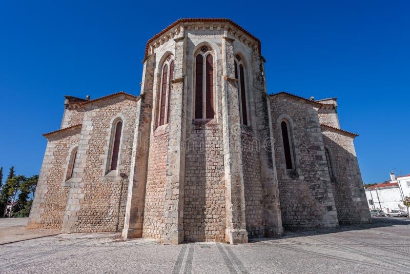 Santarem, Португалия Экстерьер апсиды церков Igreja de Santa Clara стоковое изображение rf