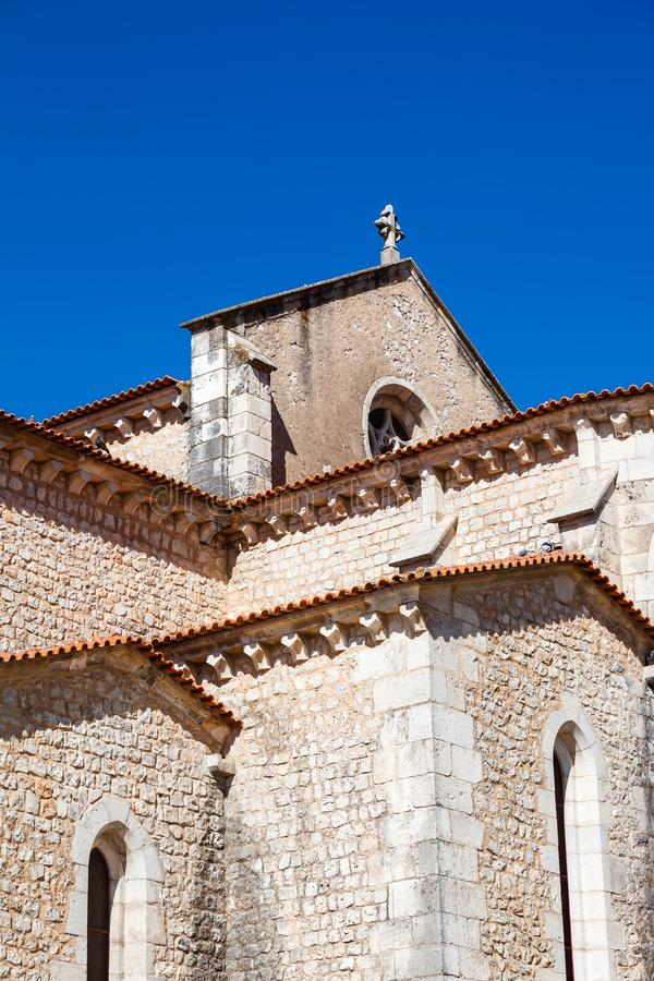 Santarem, Portugal Ciérrese para arriba del ábside y de las capillas del Igreja de Santa Clara Church imagenes de archivo