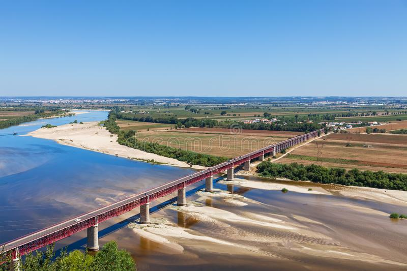 Santarem, Portugal Ponte Dom Luis I Brug, Tagus-Rivier en Leziria-gebieden royalty-vrije stock foto