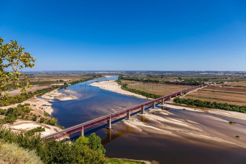 Santarem, Portugal Puente, el río Tagus y Leziria de Ponte Dom Luis I imagen de archivo libre de regalías