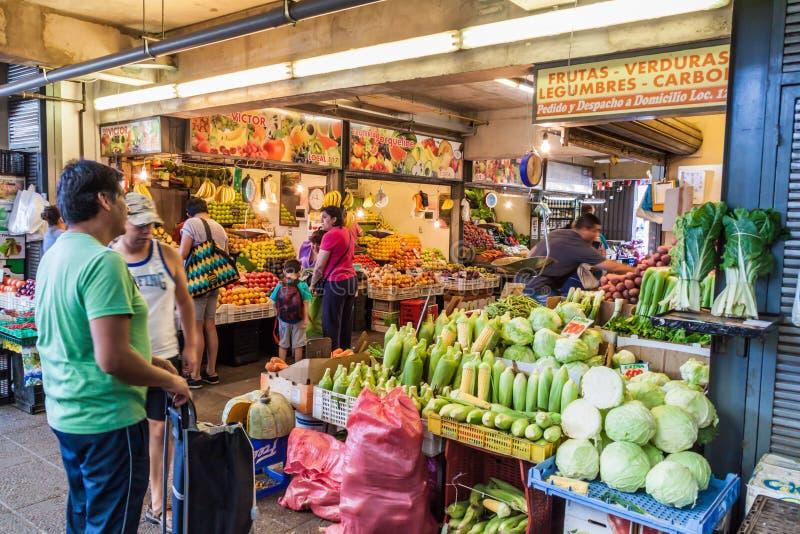 SANTIAGO, CHILE - 28. MÄRZ 2015: Obst und Gemüse an einem Markt in Bellavista-Nachbarschaft von Santiago, Chi lizenzfreies stockbild